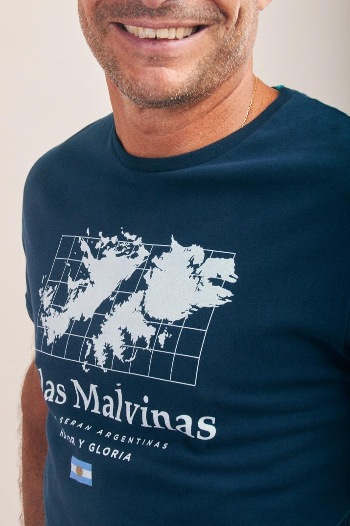 Remera Malvinas Estampada de algodón Classic fit